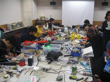 Hacking Workshop with Nicolas Collins in Tokyo